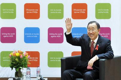 Secretary-General Visits UNAIDS Staff in Geneva