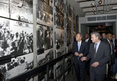 Secretary-General Visits Holocaust Museum in Washington D.C.
