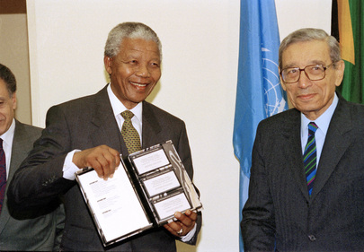 UN Secretary-General Presents Book to President of South Africa