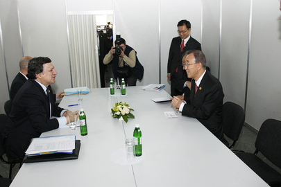 Secretary-General Meets E.U. Commission Chief in Kiev