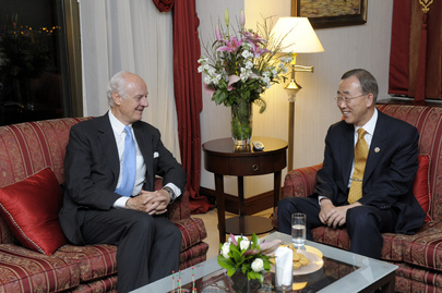 Secretary-General Meets Special Representative for Afghanistan in Istanbul