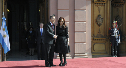 Secretary-General Meets President of Argentina in Buenos Aires