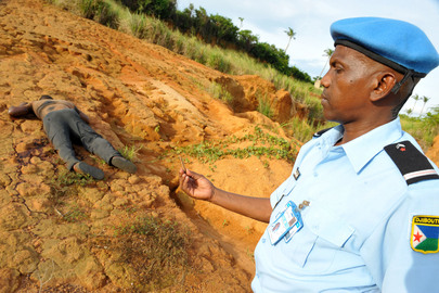 UN Human Rights Team at Alleged Mass Grave Site in Cte dIvoire