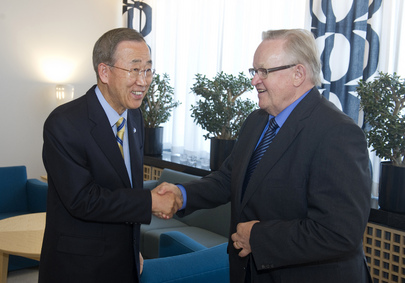 Secretary-General Met by Former Finnish President at Helsinki Airport