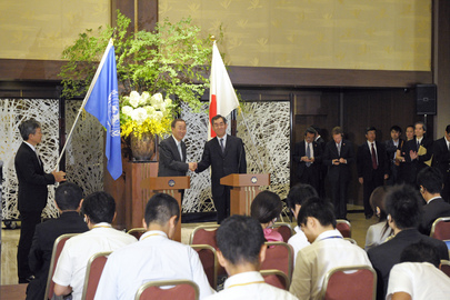 Secretary-General and Japanese Foreign Minister Brief Tokyo Press