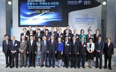 Secretary-General Attends MDG-themed Press Photo Awards in Seoul