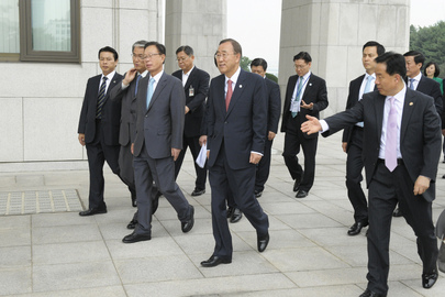 Secretary-General En Route to MDGs Meeting in Seoul