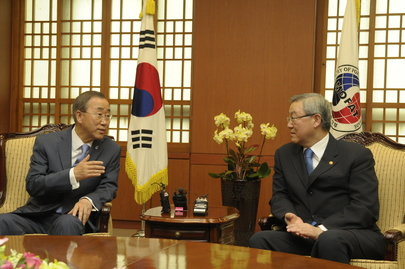 Secretary-General Meets Korean Foreign Minister in Seoul