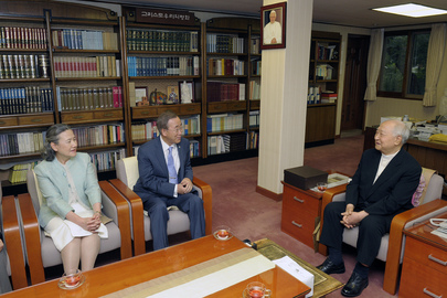 Secretary-General Meets Archbishop of Seoul