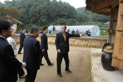 Secretary-General Visits Birthplace in Republic of Korea