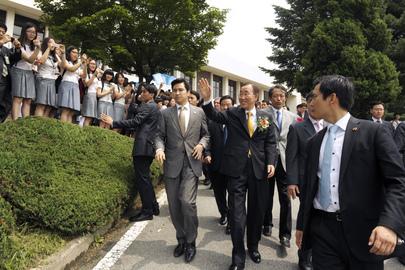 Secretary-General Visits Old High School