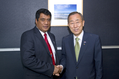 Secretary-General Meets Prime Minister of Tonga in New Zealand