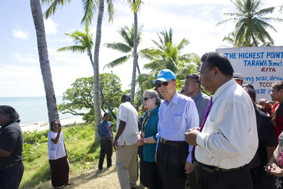 Secretary-General Ban Ki-mooon (front, second from right); his wife, Yoo Soon-taek (left of Mr. Ban); and Amberoti Nikora (right), Minister of Environment of Kiribati; stand at the highest point on Kiribati's Tarawa atoll, a mere 3.5 metres above sea level.   With its low-lying lands, Tarawa faces a serious threat from the rising tides caused by climate change. 05 September 2011 Tarawa, Kiribati