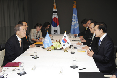 Secretary-General Meets President of Republic of Korea in Cannes