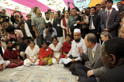 Secretary-General Visits Women's Community Clinic in Rural Bangladesh