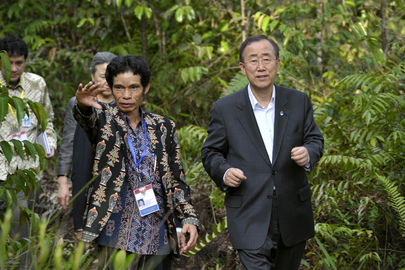 Secretary-General Meets Kalimantan Communities Affected by Deforestation