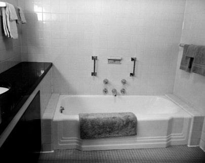 Partial view of the bathroom, in the private apartment provided for the Secretary-General of the United Nations on the 38th Floor of the Secretariat Building. 01 January 1953 United Nations, New York