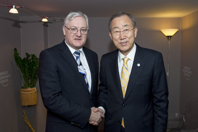 Secretary-General Meets CEO of Shell at Davos