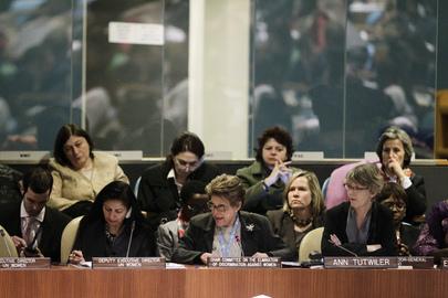 Silvia Pimentel (ao centro), presidente do Comitê para a Eliminação da Discriminação contra a Mulher (CEDAW) (Foto: Paulo Filgueiras/ONU)
