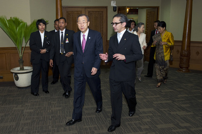 Secretary-General Met by Foreign Minister on Arrival in Indonesia