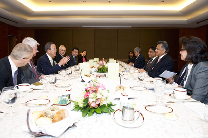 Secretary-General Meets ASEAN Chief in Jakarta