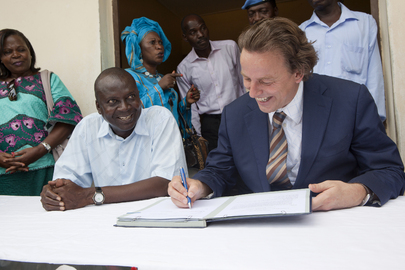 UNOCI Head Visits School in Bonoua, Cte d&#039;Ivoire
