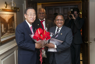 Secretary-General Meets Head of Indian Red Cross in Delhi
