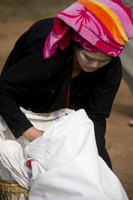 Myanmar Villager Receives WFP Provisions