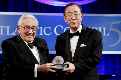 Secretary-General Presented International Leadership Award by Henry Kissinger