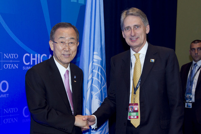 Secretary-General Meets U.K. Defence Secretary at NATO Summit in Chicago