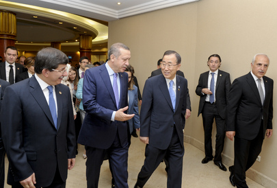 Secretary-General Meets Turkish Prime Minister at UNAOC Forum in Istanbul