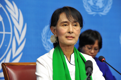 Aung San Suu Kyi Speaks to Press in Geneva