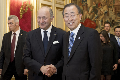 Secretary-General Meets French Foreign Minister in Paris