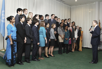 Secretary-General Meets Youth Delegates to Assembly