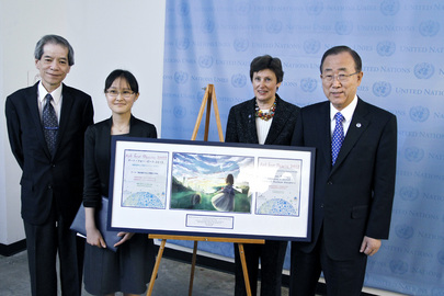 Secretary-General Presents Award to Winner of UN Art for Peace Contest