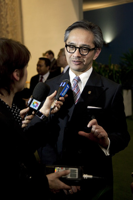 Foreign Minister of Indonesia Speaks to Press on Palestinian Observer State Status