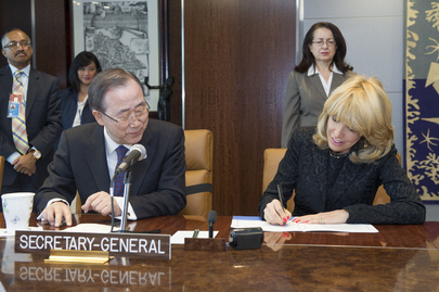Secretary-General Ban Ki-moon signed annual performance and accountability compacts with senior UN officials. Mr. Ban (seated left) is seen with Patricia O'Brien (right, signing pact), Under-Secretary-General for Legal Affairs. 15 February 2013 United Nations, New York