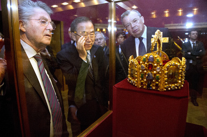 Secretary-General Visits Imperial Treasury at Hofburg Palace in Vienna