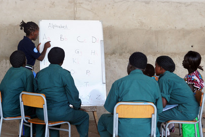 UNMISS Conducts English Classes for National Police