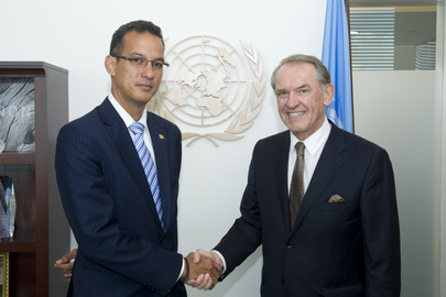 Deputy Secretary-General Meets Foreign Minister of Grenada