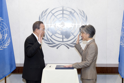 Secretary-General Swears in Assistant Secretary-General for Humanitarian Affairs