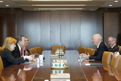 Secretary-General Meets Head of World Economic Forum