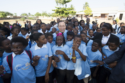 Secretary-General Visits Samsão Muthemba Secondary School in Maputo