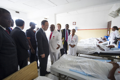 Secretary-General Visits Patients at Heal Africa in DRC