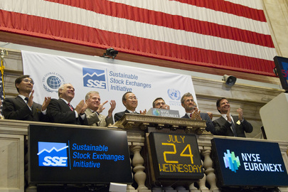 Secretary-General Visits NYSE, Rings Closing Bell