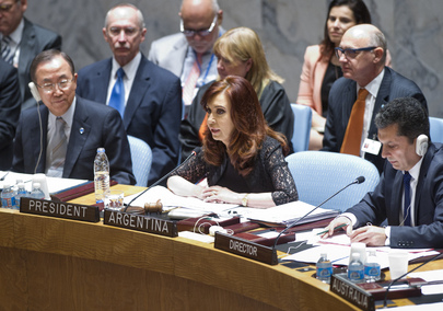 Cristina Fernández (centre), President of Argentina, presides over a meeting of the Security Council on cooperation between the UN and regional and subregional organizations in maintaining international peace and security. Argentina is President of the Security Council for the month of August. On the left is Secretary-General Ban Ki-moon. 06 August 2013 United Nations, New York