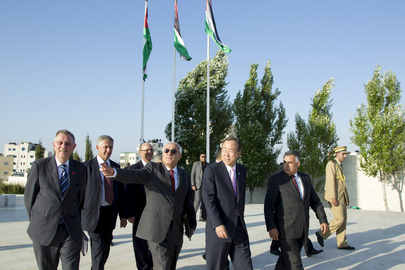 Secretary-General Visits Grave of Yasser Arafat