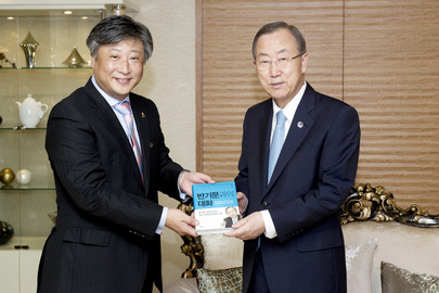 Secretary-General Meets Head of Random House Korea