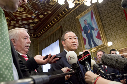 Secretary-General Speaks to Press Following Award from City of Vienna