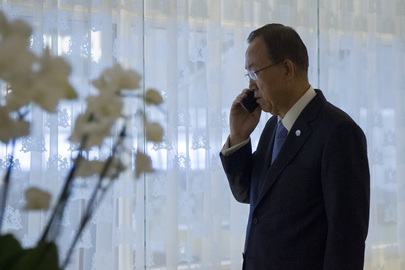 Secretary-General Consults World Leaders by Phone from Netherlands